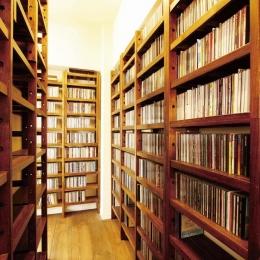 大容量のCD収納 (大量のCDと本の収納をメインに考える、アンティーク空間)