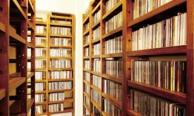 大容量のCD収納|大量のCDと本の収納をメインに考える、アンティーク空間