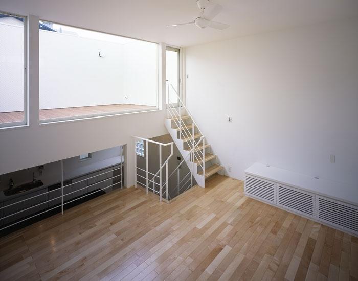 奥沢の家~ルーフガーデンの家の部屋 リビング2