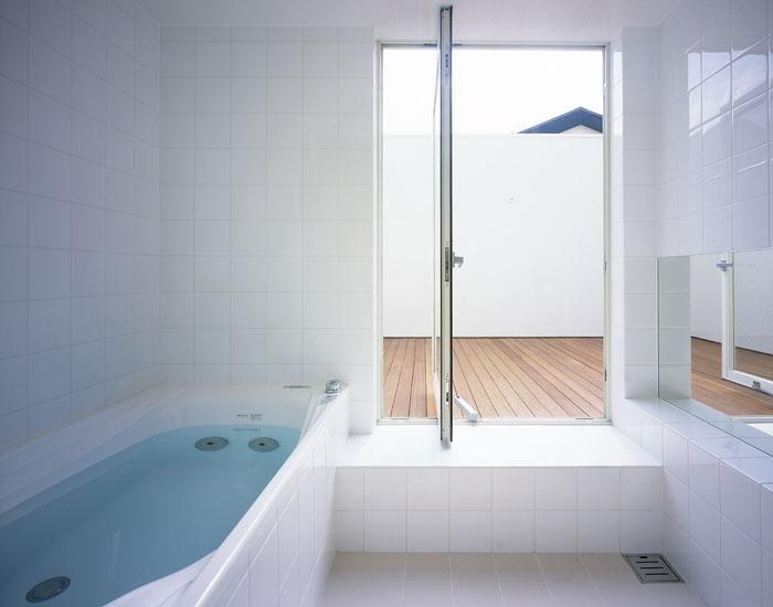 奥沢の家~ルーフガーデンの家の部屋 浴室