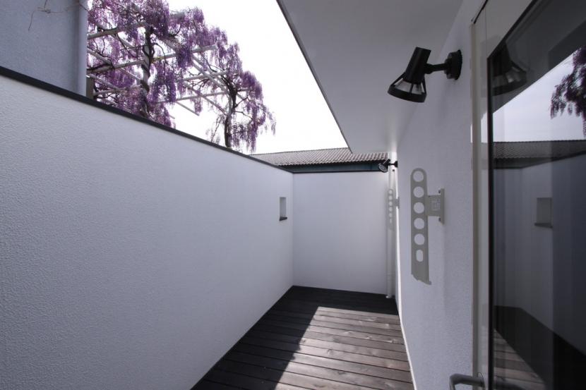 オウチ10・湧水を楽しむ家の写真 プライベートバルコニー