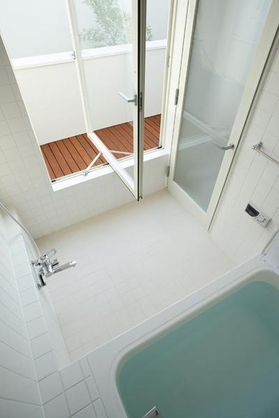 浴室 (白井の家Ⅱ~東西庭の家)