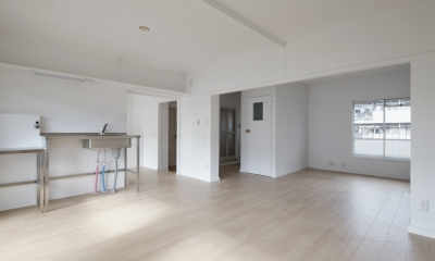 新金岡団地の白いワンルーム|堺市の新金岡団地のリノベーション。壁、扉をなくして団地を白いワンルームに。
