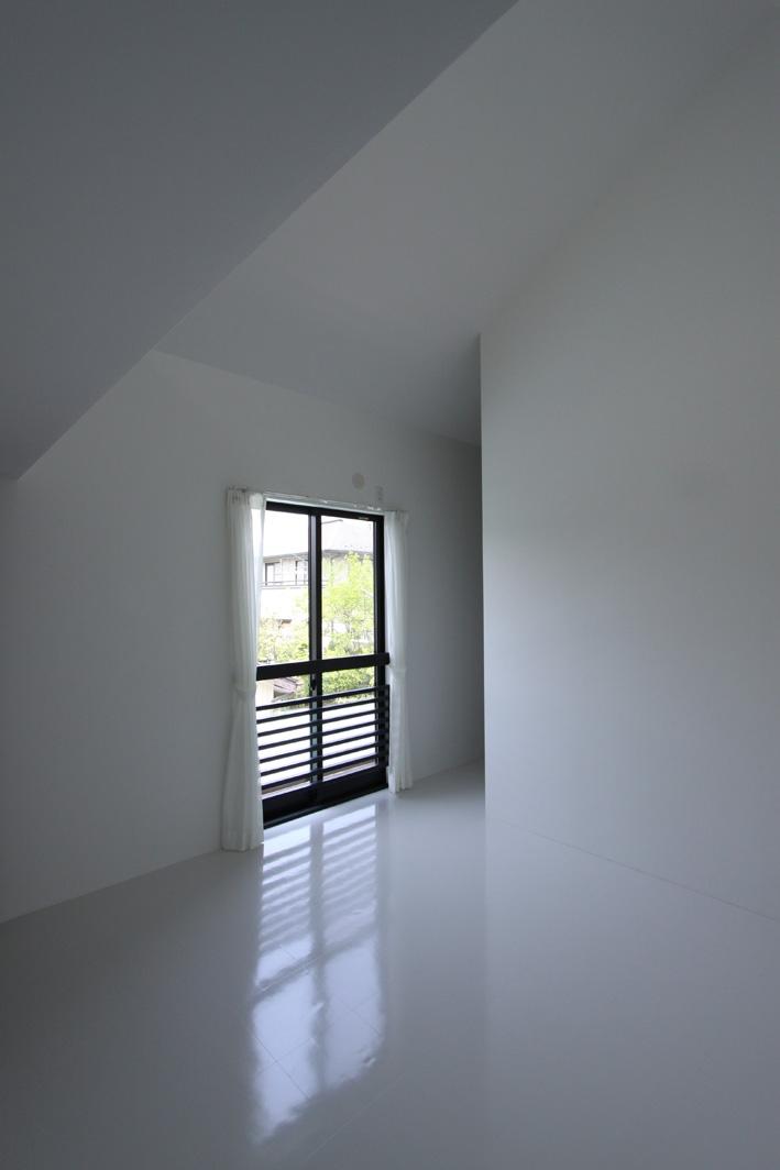 オウチ10・湧水を楽しむ家の写真 ミニマルな寝室