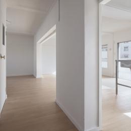 新金岡団地の白いワンルーム|堺市の新金岡団地のリノベーション。壁、扉をなくして団地を白いワンルームに。 (エントランス)