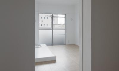 新金岡団地の白いワンルーム|堺市の新金岡団地のリノベーション。壁、扉をなくして団地を白いワンルームに。 (家事室)