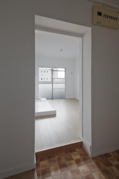 家事室 (新金岡団地の白いワンルーム 堺市の新金岡団地のリノベーション。壁、扉をなくして団地を白いワンルームに。)