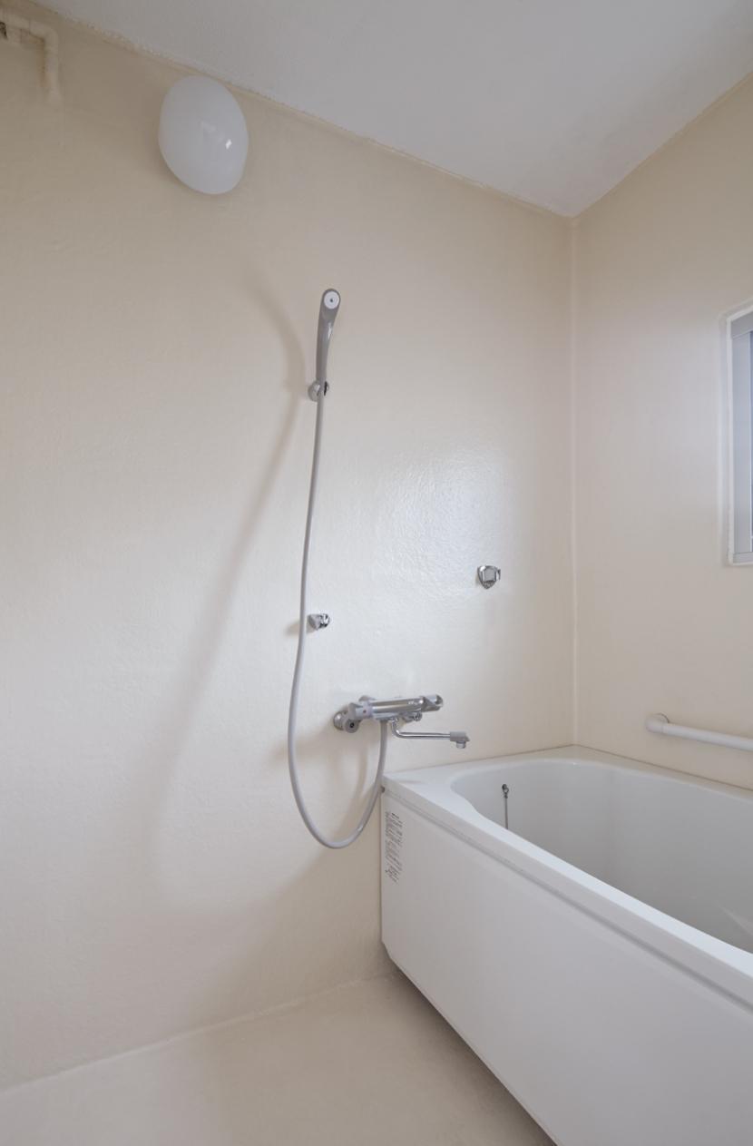 新金岡団地の白いワンルームの部屋 浴室
