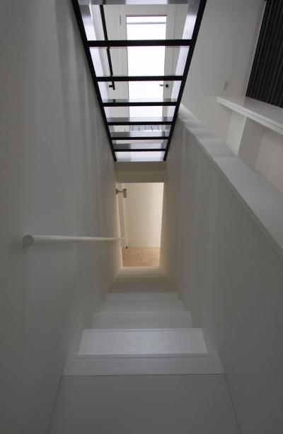 シンプルな階段 (オウチ10・湧水を楽しむ家)