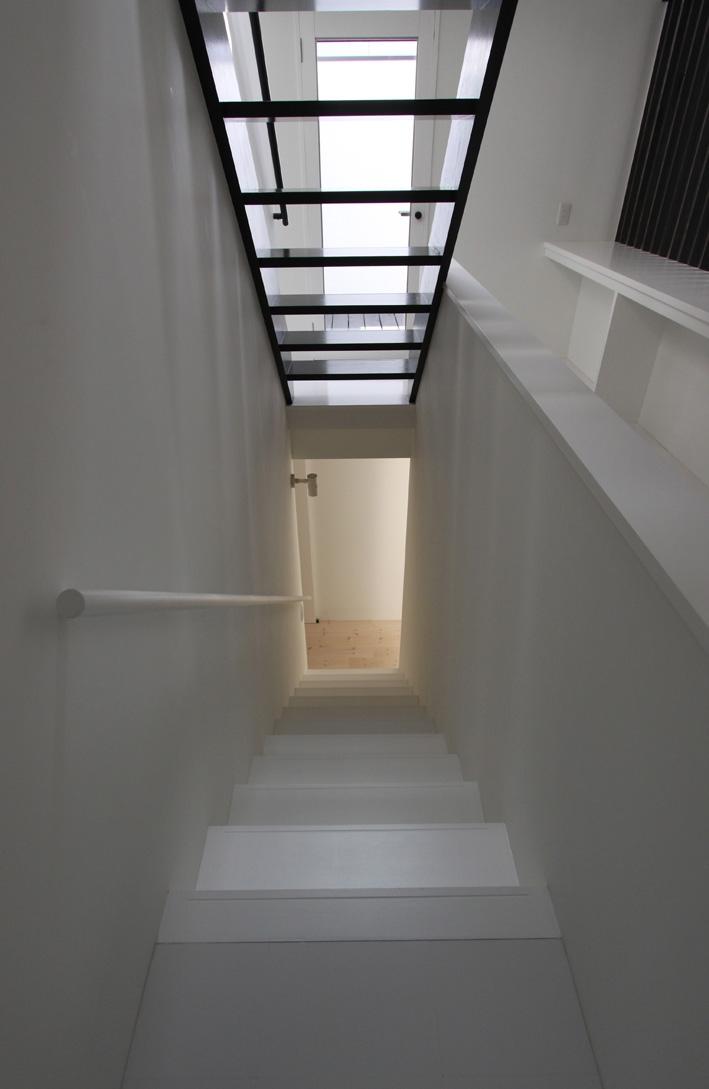 オウチ10・湧水を楽しむ家 (シンプルな階段)