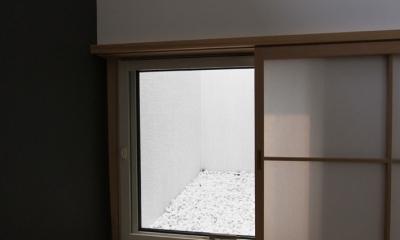 オウチ10・湧水を楽しむ家 (和室から見る坪庭)