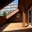 一級建築士事務所 感共ラボの森の住宅事例「減築が生んだ半屋外バルコニー」