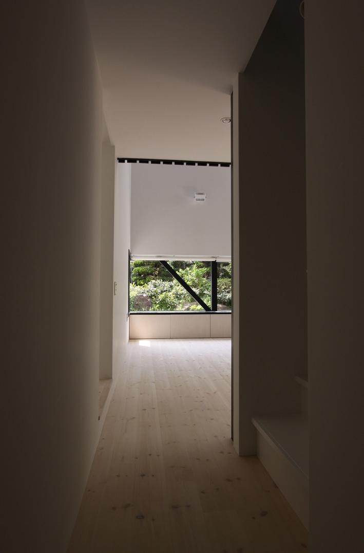 オウチ10・湧水を楽しむ家の写真 廊下から見るリビング