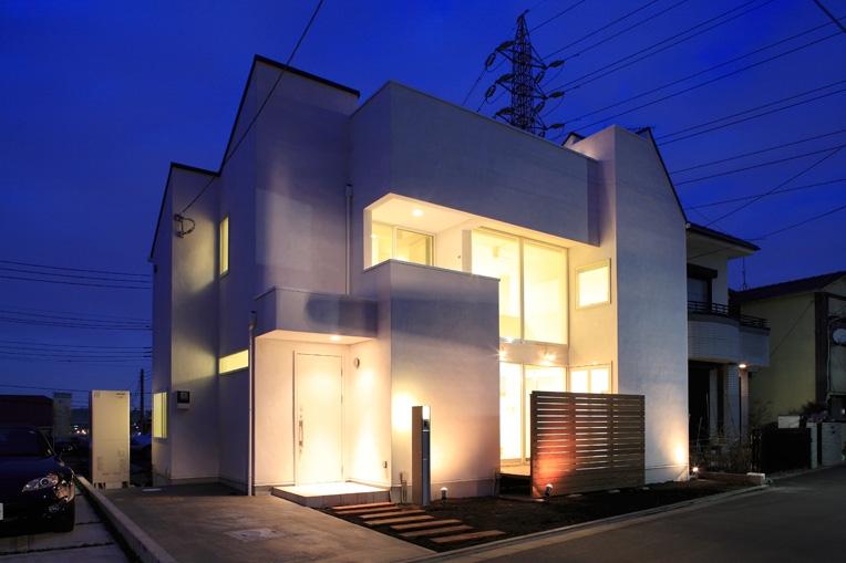 White Prism (外観1(夜間))