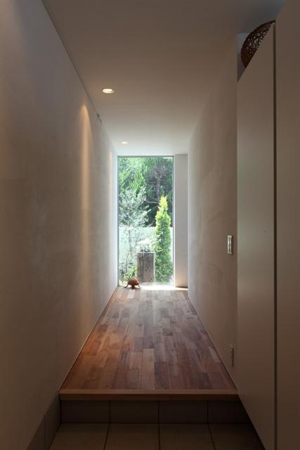 シンプルラグジュアリー 碧い屋根の家 (廊下)
