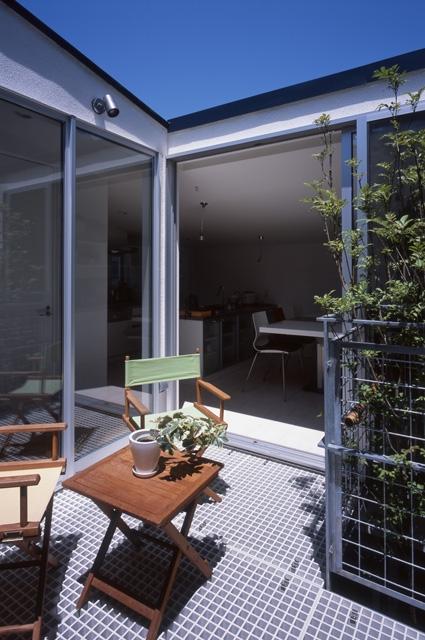 建築家:株式会社アーキグラム「シンプルラグジュアリー 碧い屋根の家」