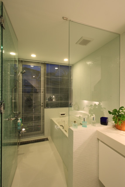 バス/トイレ事例:バス2(シンプルラグジュアリー 碧い屋根の家)