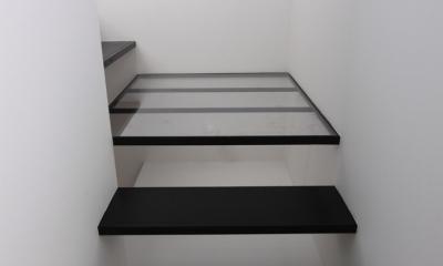 斜め窓の家 OUCHI-06 (ミニマルな階段デザイン)