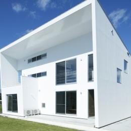 白い原石の家 外観