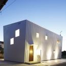 白い原石の家