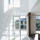白い原石の家 階段