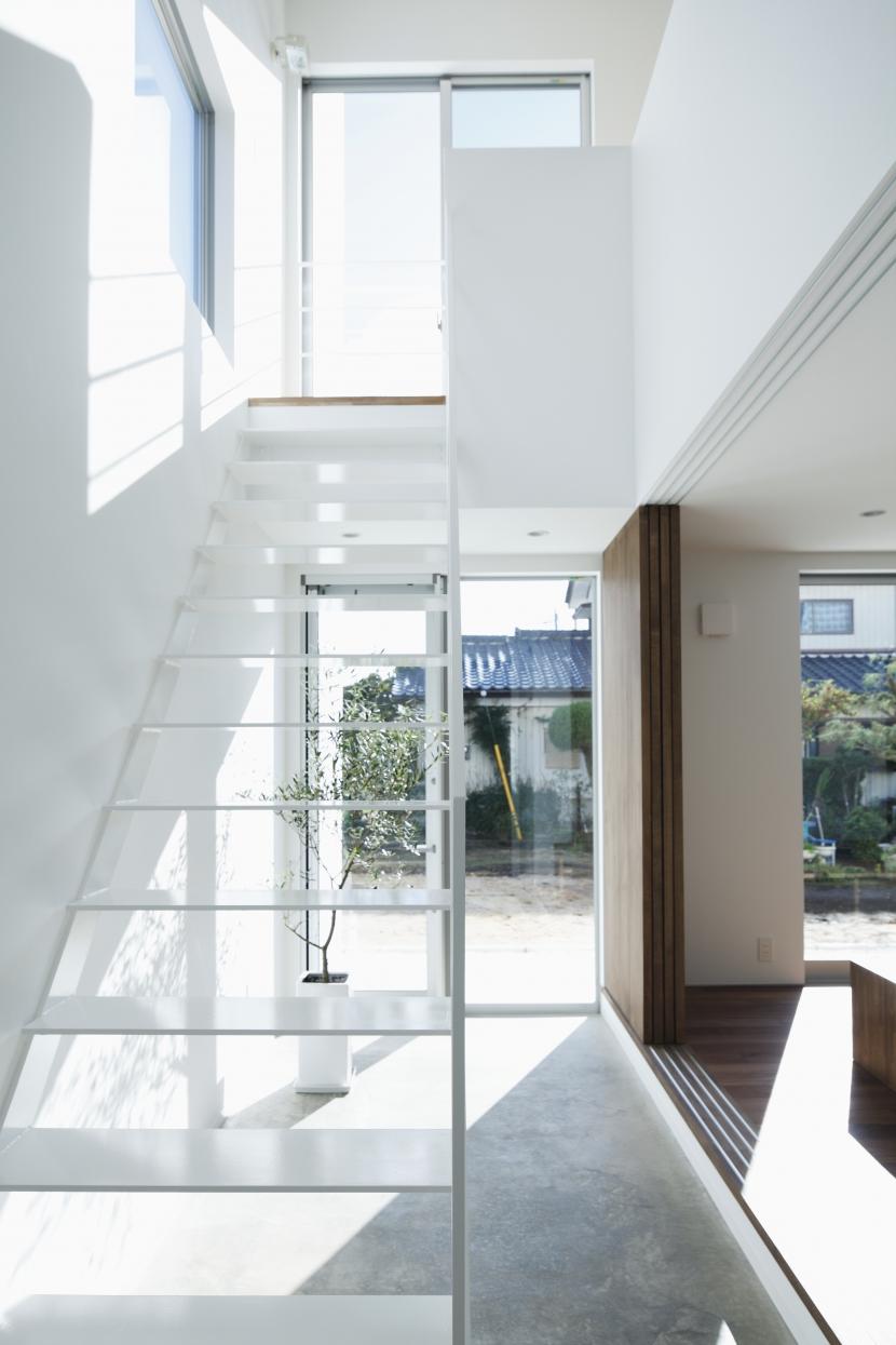 白い原石の家の部屋 白い原石の家 階段