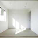 白い原石の家 和室