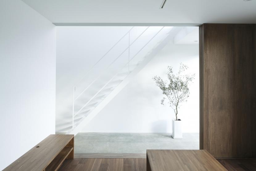 白い原石の家の部屋 白い原石の家 リビング