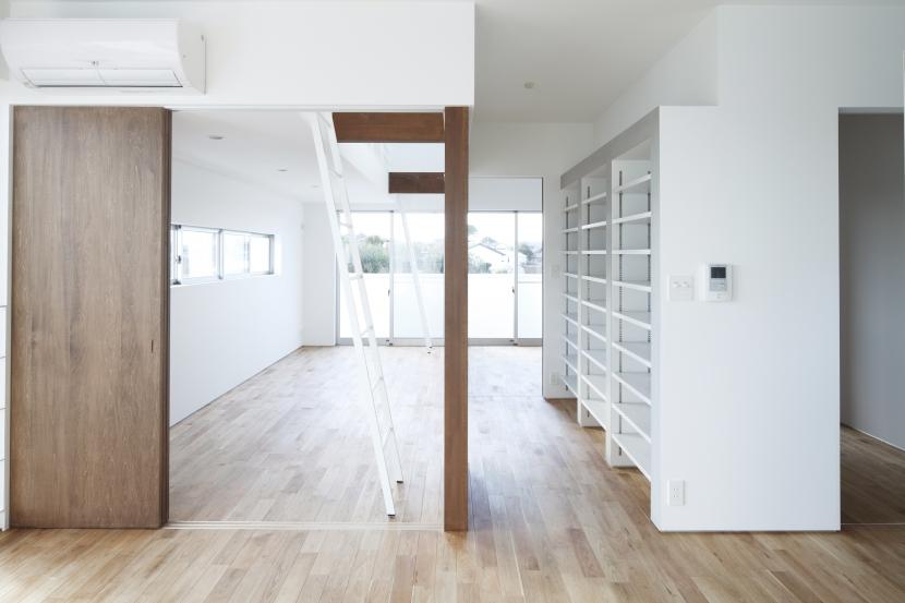 白い原石の家の部屋 白い原石の家 寝室