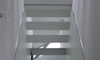 斜め窓の家 OUCHI-06 (寝室見上げ)