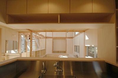 セミオープンなキッチン (地下の音楽スタジオのある家)