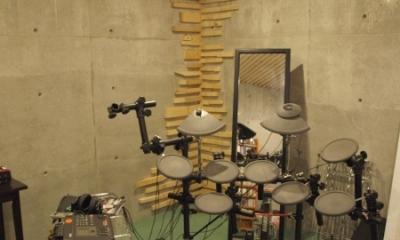 地下の音楽スタジオのある家 (地下の音楽スタジオ)