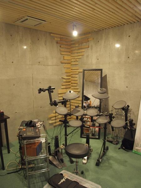 地下の音楽スタジオのある家の部屋 地下の音楽スタジオ