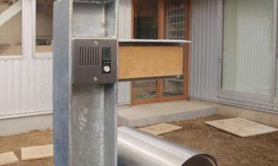 地下の音楽スタジオのある家 (特注の門柱)