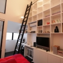 斜め窓の家 OUCHI-06の写真 壁面本棚のある寝室