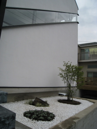 アプローチ (斜め窓の家 OUCHI-06)