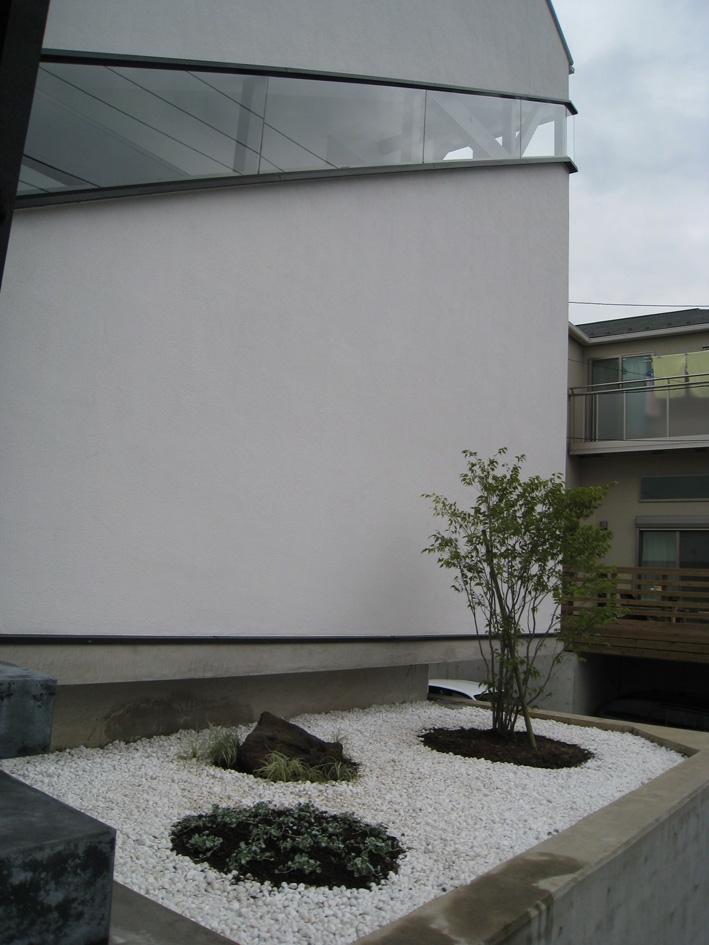 オウチ06・斜め窓の家 (アプローチ)
