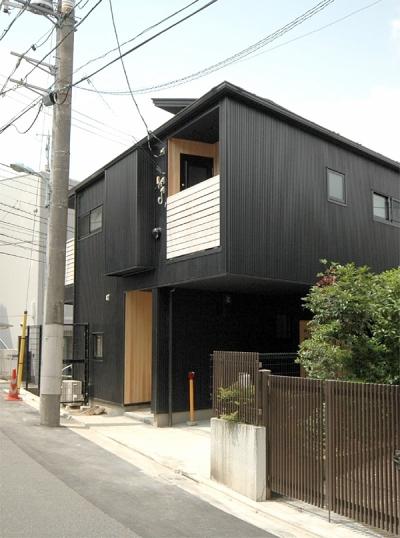 玄関側 外観 (ロフトでつながる大屋根の家)