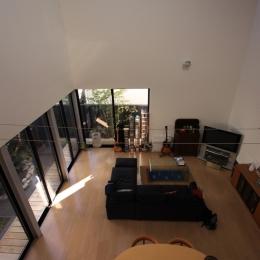 オウチ12・木箱の入った家 (寝室からリビングを眺める)