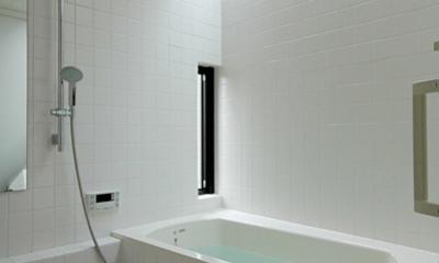 トップライトで明るい浴室|ロフトでつながる大屋根の家