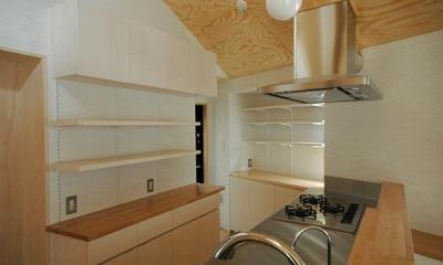 ロフトでつながる大屋根の家 (キッチンの収納)