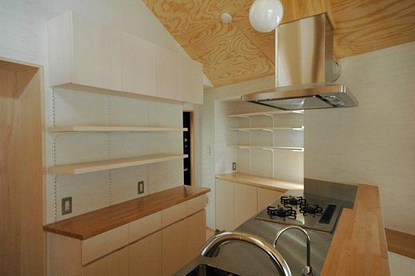 ロフトでつながる大屋根の家の部屋 キッチンの収納