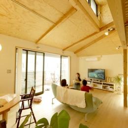 ロフトでつながる大屋根の家