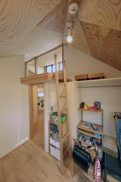 ロフトでつながる大屋根の家の部屋 子ども部屋2