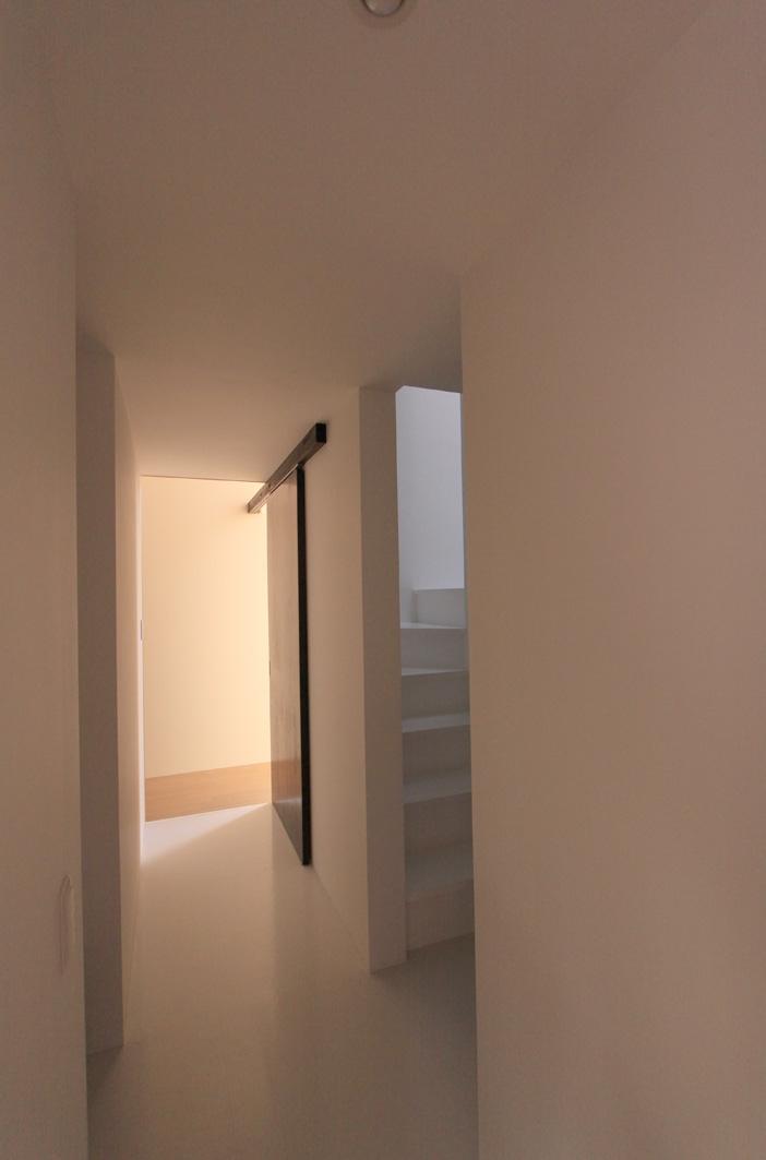 オウチ12・木箱の入った家 (木箱の中の階段)