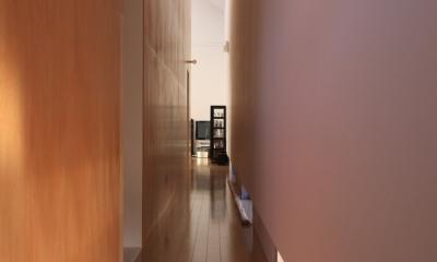 オウチ12・木箱の入った家 (地窓のある廊下)