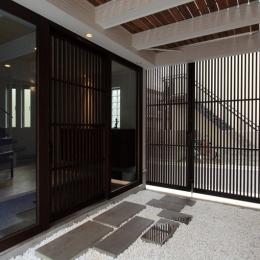 ホワイエのある家 (玄関1)