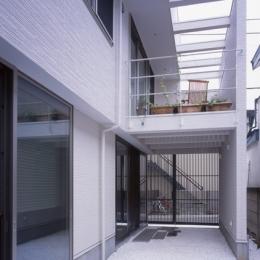 ホワイエのある家 (玄関2)
