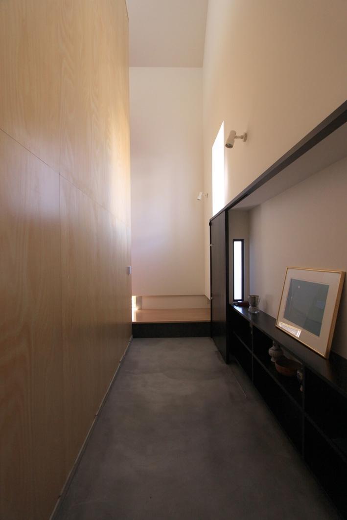 オウチ12・木箱の入った家の部屋 玄関広間