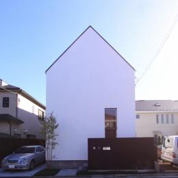 シンプルな切妻デザインの外観 (オウチ12・木箱の入った家)